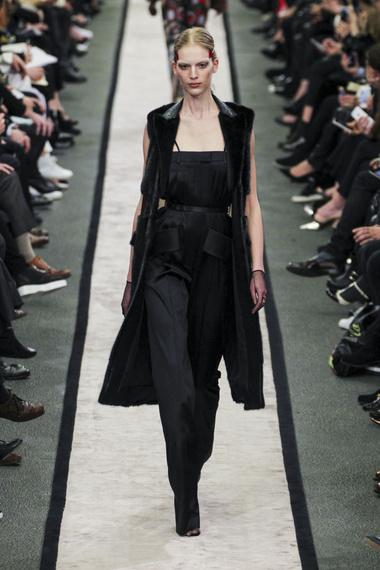Givenchy-ful-W-F14-P-043_sffs